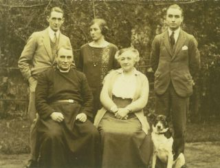 Back: Hyla Rose Holden, Kathleen Holden, Paul Holden Seated: Rev Hyla Henry Holden and his wife Harriet